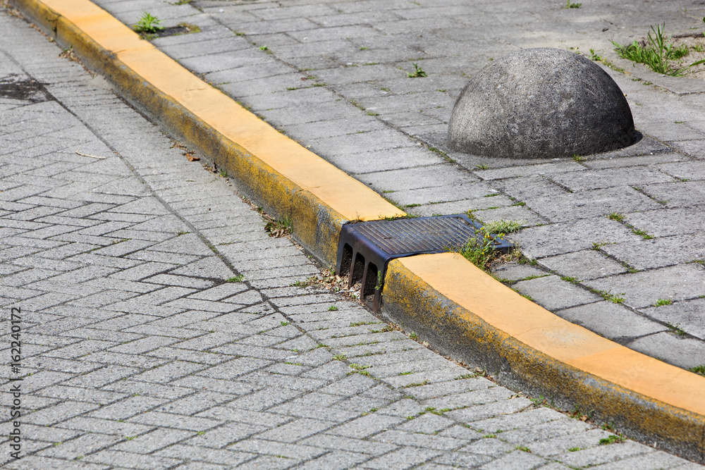 Fototapeta Yellow curb and obstacle