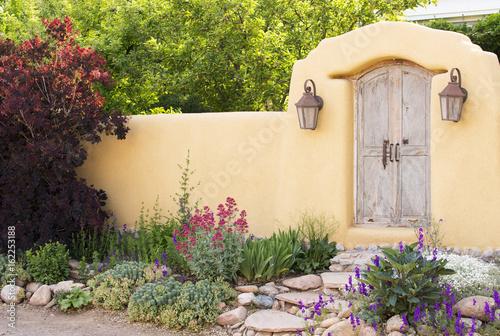 Fototapeta premium Wejście w pobliżu Canyon Road w Santa Fe