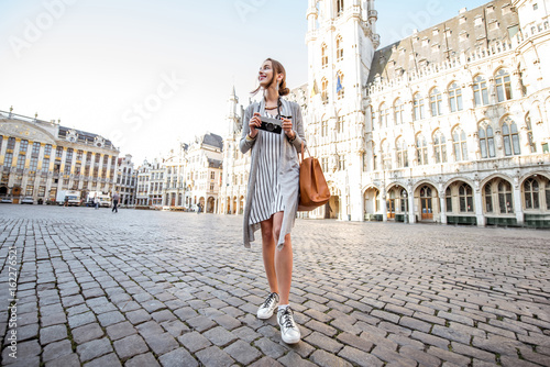 Foto auf Gartenposter Brussel Young female tourist walking on the main square with city hall in the old town of Brussels in Belgium