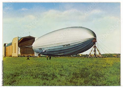 Cuadros en Lienzo Zeppelin LZ 130 - Postcard. Date: 1938