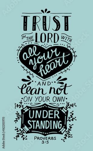 biblijne-litery-na-rece-zaufaj-panu-swoim-sercem