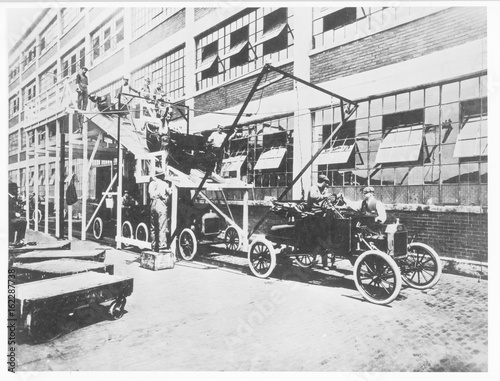 фотография  Ford car factory assembly line  Detroit  1913.. Date: 1909