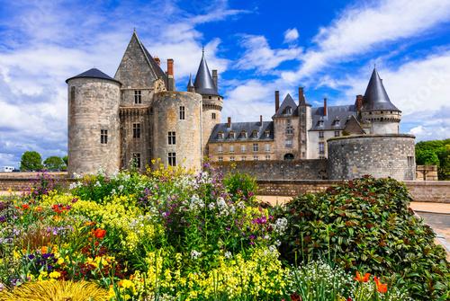 Foto op Plexiglas Kasteel Beautiful medieval castle Sully-sul-Loire. famous Loire valley river in France