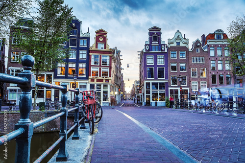 Photo  The most famous canals and embankments of Amsterdam city during sunset