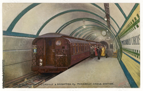 фотография Piccadilly Circus Tube. Date: 1906