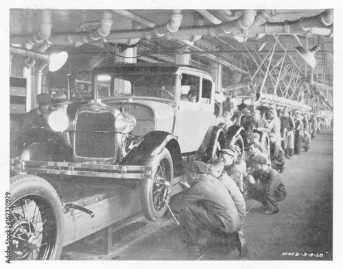 Fotografie, Tablou  Ford Assembly Line 1930. Date: 10295