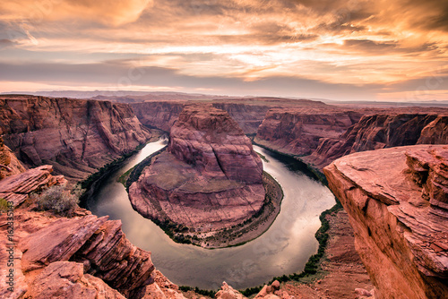 Staande foto Canyon Sunset at Horseshoe Bend - Grand Canyon with Colorado River - Located in Page, Arizona - United States