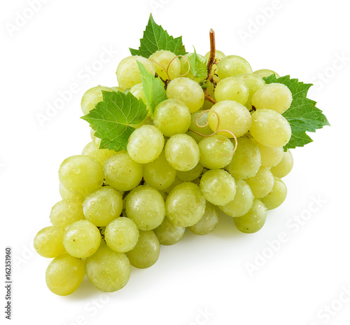 Green grape isolated. Grape with leaves on white. With clipping path. Full depth of field. Fototapete