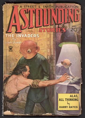 Fotografia  Alien abduction on cover of Astounding Stories. Date: 1935