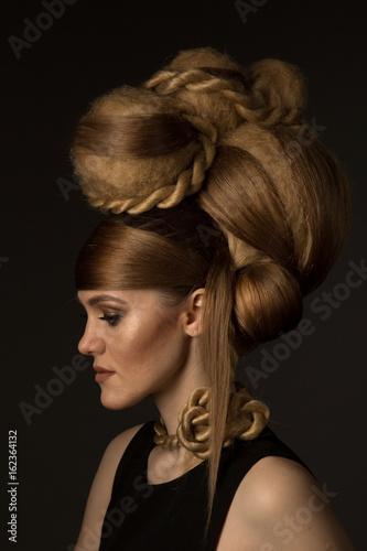 Zdjęcie XXL portret dziewczynki z modelową fryzurą