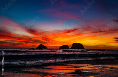 Obrazy na płótnie Canvas Sunset at Oceanside