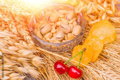 Tuinposter Bier / Cider Pistachio nuts, peanuts and potato chips for beer
