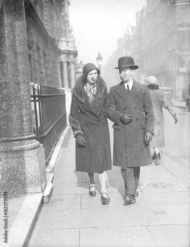 Valokuvatapetti Couple with Flu Masks. Date: 1929
