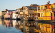 Floating Houses In Canada, Vic...