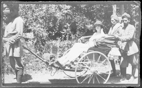Fotografia  Rickshaw in India - 1920s. Date: 1920s