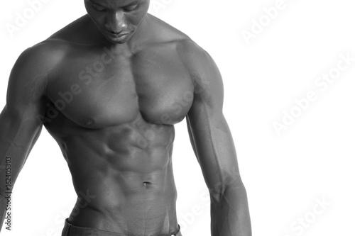 Plakat portret mężczyzny mięśni Afryki na biały
