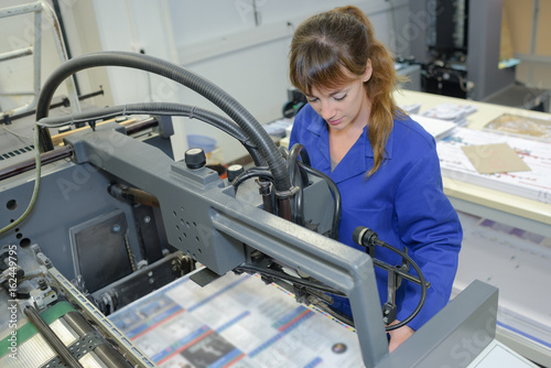 Fotografía  young adult female working at printing factory
