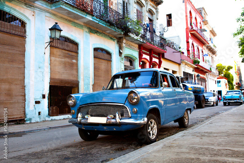 Old American Classic Cars in the streets of Old Havana, Cuba Wallpaper Mural