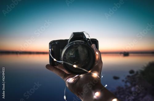 Cuadros en Lienzo Holding a camera , Sunset,