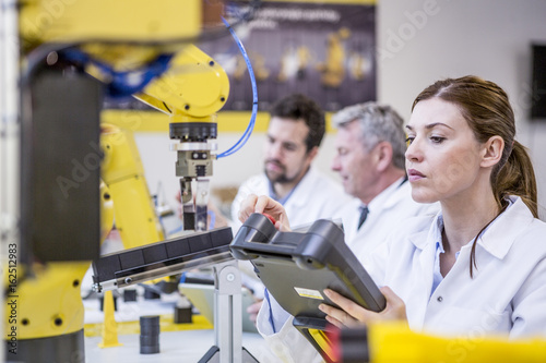 Deurstickers Europese Plekken Engineers examining industrial robots