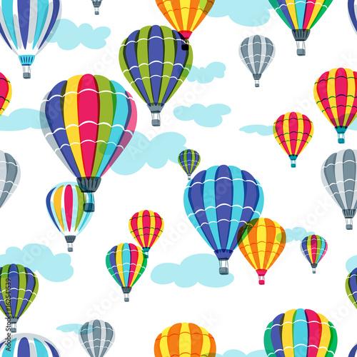wektorowy-bezszwowy-wzor-z-kolorowymi-gorace-powietrze-balonami-w-niebie-recznie-rysowane-doodle-ilustracja-letni-projekt-do-druku-tkanin-i-modnych-tkanin
