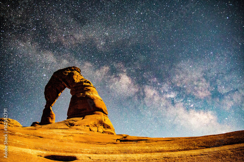 Canvas-taulu Milky Way above Delicate Arch in Arches National Park, Utah