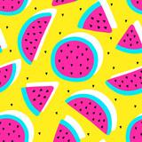 Wektor bezszwowe kolory owoców arbuz szalony wzór. Plasterki arbuza. Bardzo jasny kolorowy śliczny kreskówki tło (tapeta, tkanina). Dziecięcy styl, abstrakcyjny pop-art - 162590705