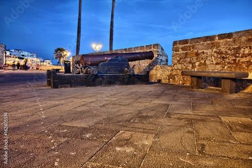 Fotografie, Obraz  Alghero, cannoni sui bastioni