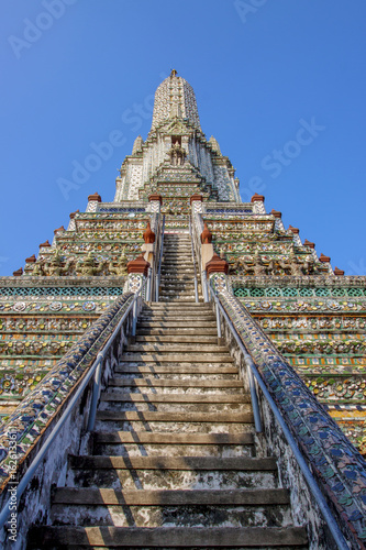 Photo  stairway to wat arun temple pagoda most popular religious traveling destination
