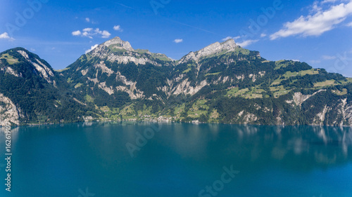 Tuinposter Groen blauw Nature of Swiss