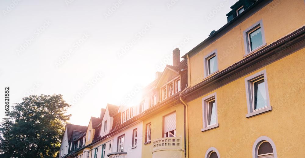 Immobilien/Häuserreihe Foto, Poster, Wandbilder bei EuroPosters