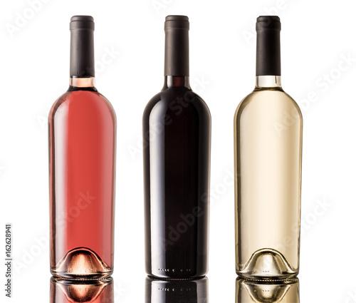 zestaw-butelek-bialego-rozowego-i-czerwonego-wina-na-bialym-tle