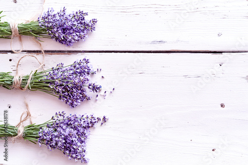 Border of bunches of aromatic purple lavender Canvas-taulu