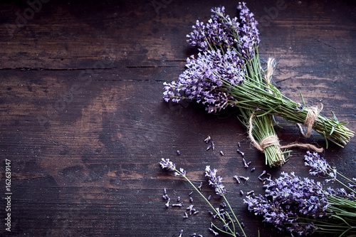 Fototapeta Bunches of fresh aromatic lavender on rustic wood obraz