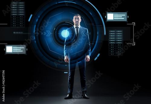 Fotografía  businessman in suit with virtual projection