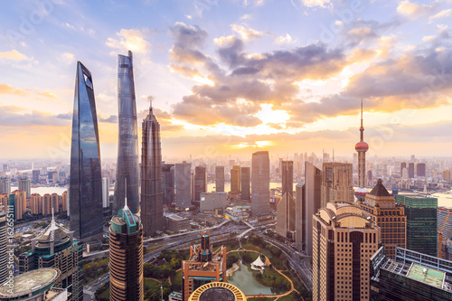 Tuinposter Shanghai Shanghai skyline and cityscape at sunset
