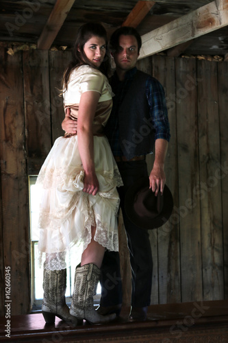 Tuinposter Imagination Cowboy holding woman