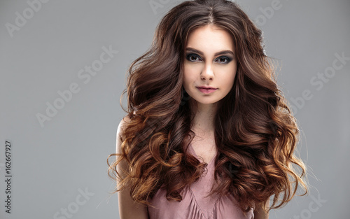 Fototapety, obrazy: closeup beauty portrait of young woman with natural makeup and hairstyle. spa and care.