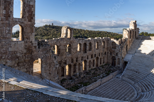 Plakat Ruiny Odeon Heroda Atticus w Akropolu Ateny, Attica, Grecja