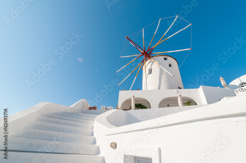 Photo  Windmill at Oia, Santorini, Greece.