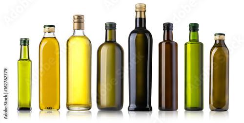 Photo Olive oil bottle on white