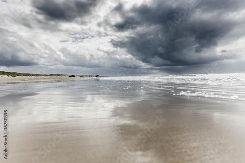 Valokuvatapetti Wolken über der Küste