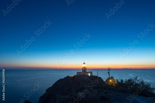 Garden Poster Lighthouse Ora blu sul mare con faro