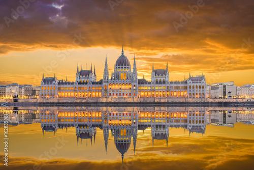 Aluminium Prints Budapest Hungarian Parliament and the Danube river, Budapest, Hungary