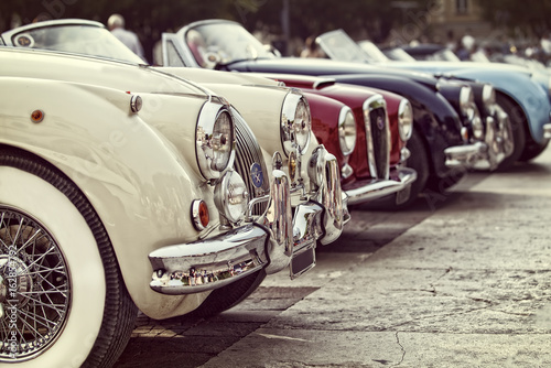 Spoed Foto op Canvas Vintage cars automobili d'epoca in mostra