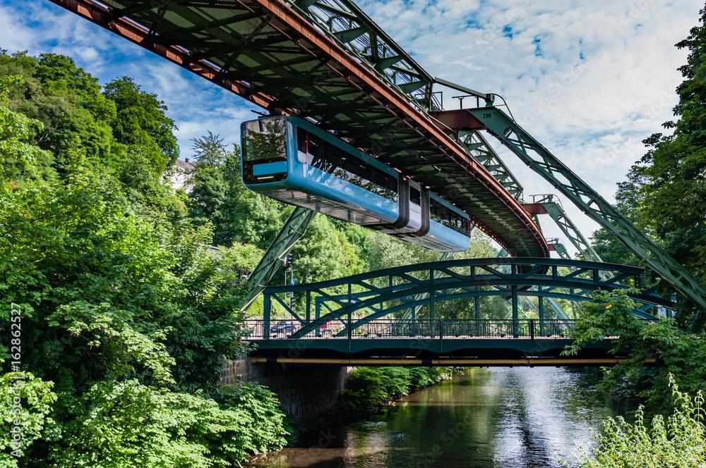 Fototapety, obrazy: Wuppertaler Schwebebahn; Nordrhein-Westfalen; Deutschland