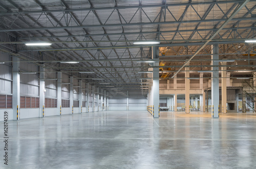 Spoed Foto op Canvas Industrial geb. Empty factory building or warehouse building with concrete floor for industry background.