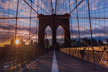Fototapeta na wymiar Brooklyn bridge at sunrise