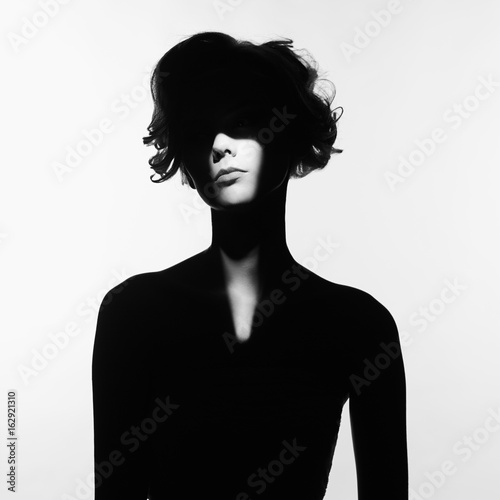 La pose en embrasure womenART Surrealistic portrait of young lady