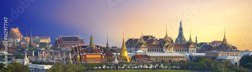 Deurstickers Bedehuis Wat pra kaew, Grand palace Temple of the Emerald Buddha full official name Wat Phra Si Rattana Satsadaram is travel destination in Bangkok ,Thailand on white background.
